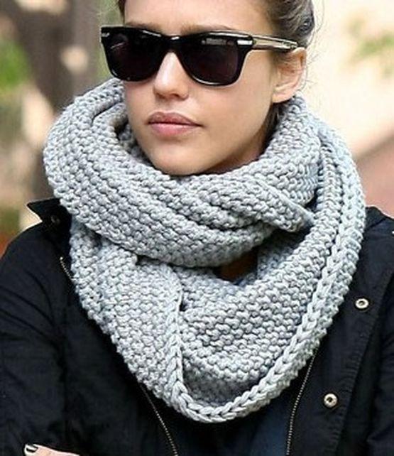 Для женщин, предпочитающих вязаные шарфы, дизайнерами подготовлены стильные и интересные модели